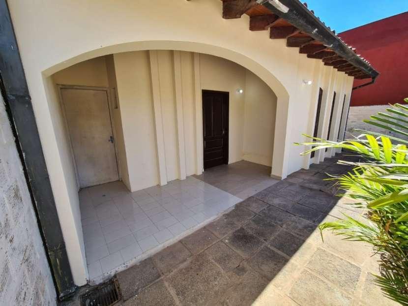 Alquilo casa en Lambaré Barrio Valle Apu'a - 1