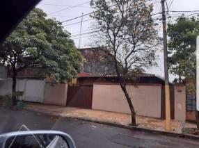 Casa en barrio Ycua Sati