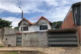 Casa con patio en Mariano Roque Alonso