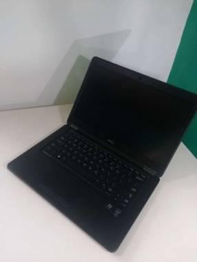 Notebook Dell 14 pulgadas Intel i5 8 GB RAM 4G LTE Ultra Slim