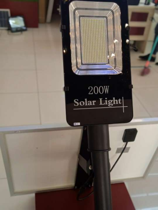 Alumbrado público solar LED 200W - 2