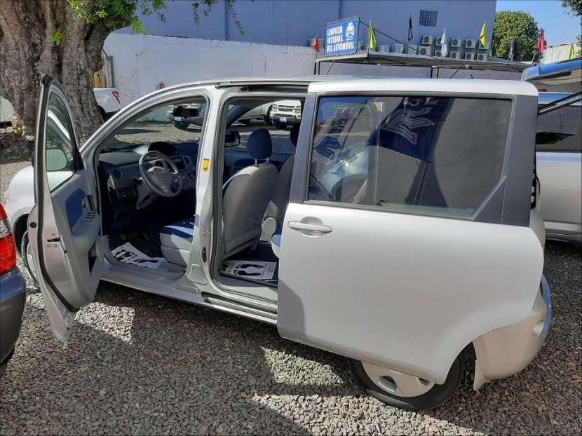 Toyota Sienta 2004 - 0