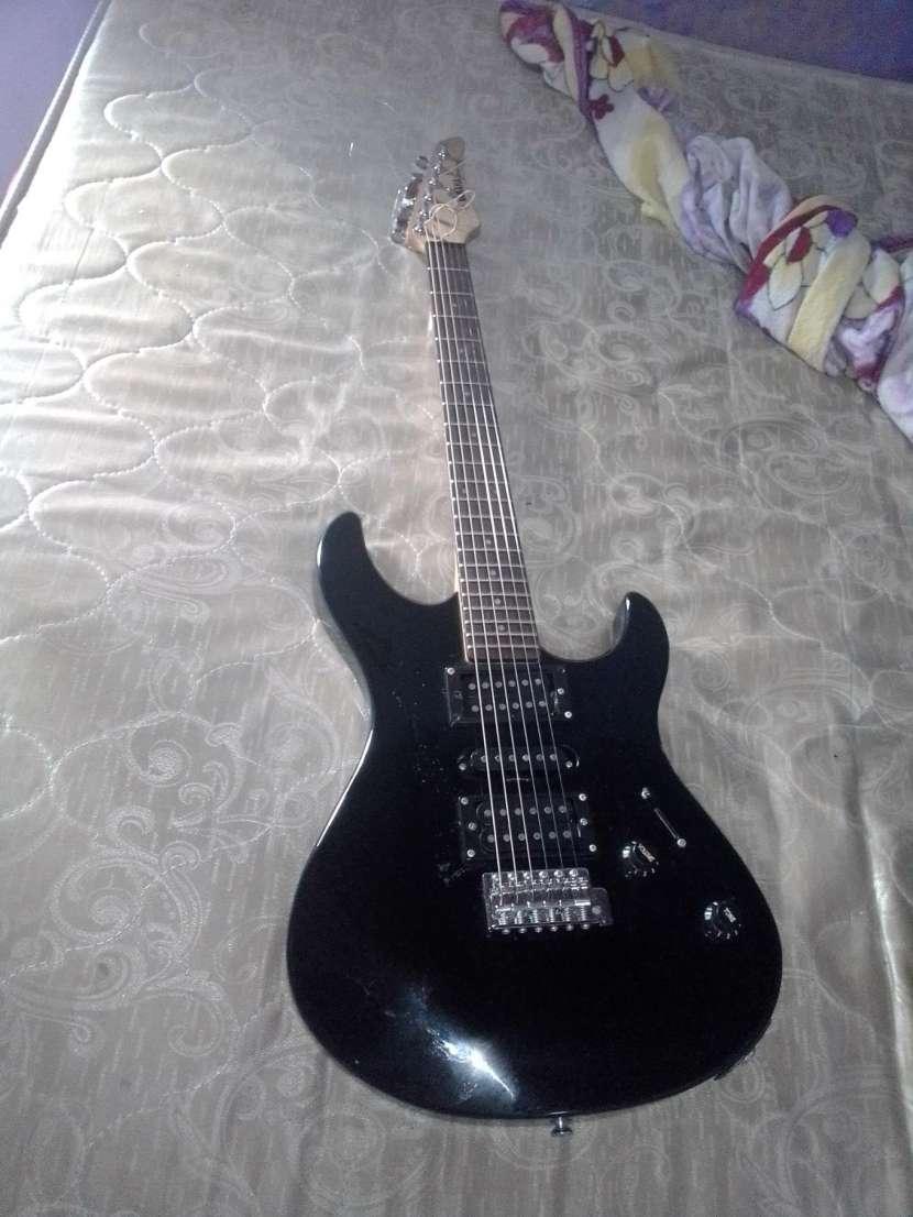 Guitarra Yamaha ERG 121C - 0