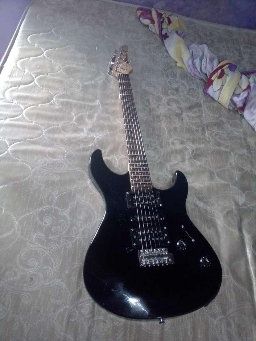 Guitarra Yamaha ERG 121C - 1