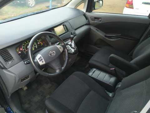 Toyota Isis Platana 2005 - 6