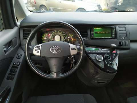 Toyota Isis Platana 2005 - 7