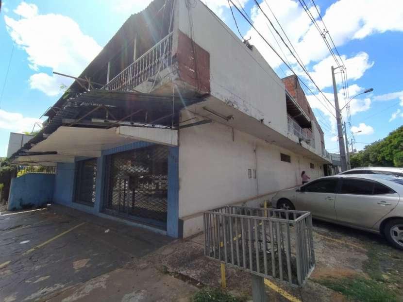 Salón comercial en Barrio Nazareth - 1