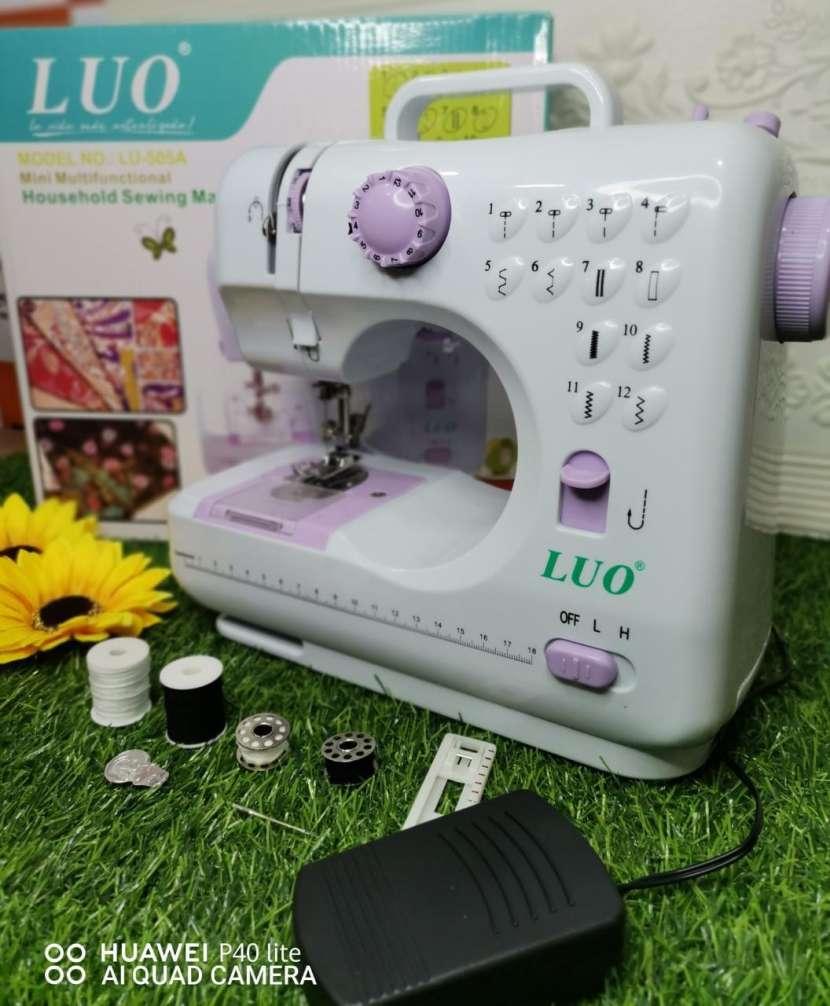 Máquina de coser - 0