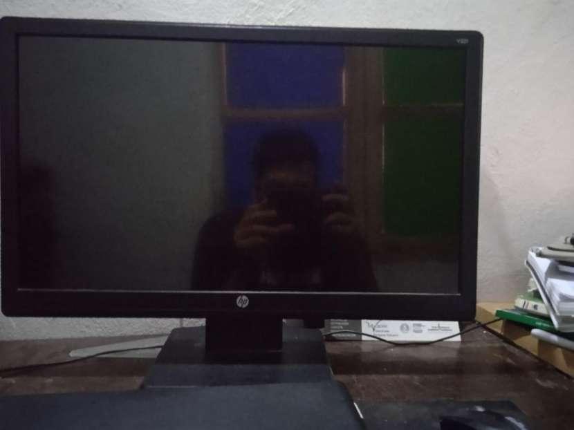 Monitor HP de 20 pulgadas - 1