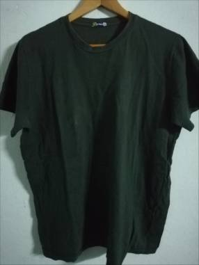 Remera color verde talle G