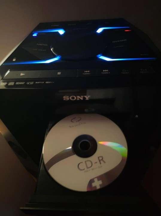 Parlante Sony V6 - 1