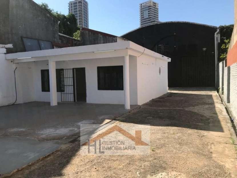 Tinglado con oficinas en Barrio Ycuá Satí Asunción - 0