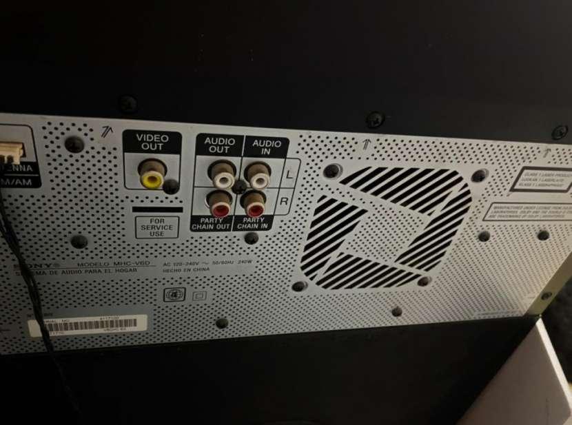 Parlante Sony V6 - 5