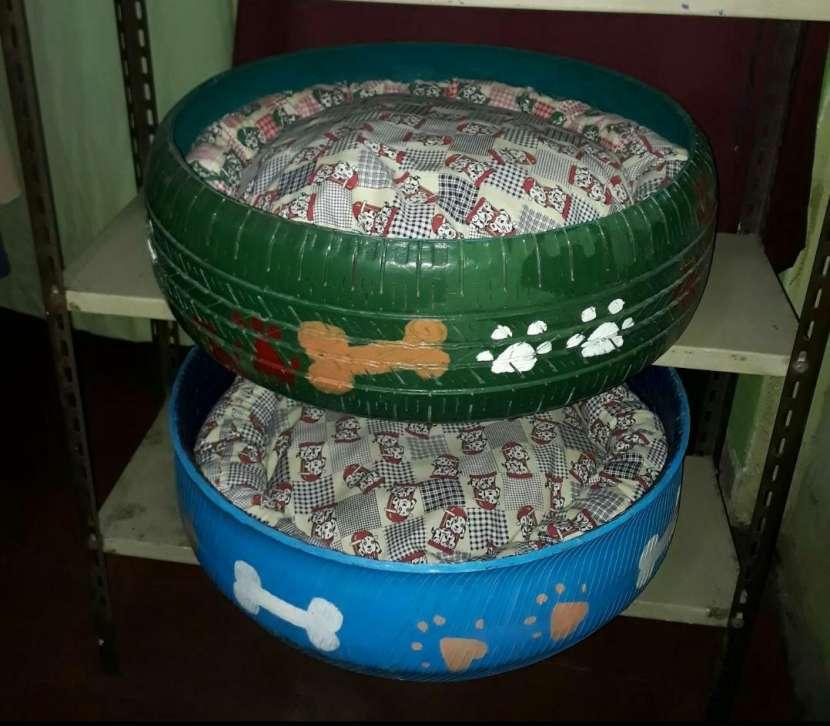 Cama para mascotas reciclada de cubierta - 0