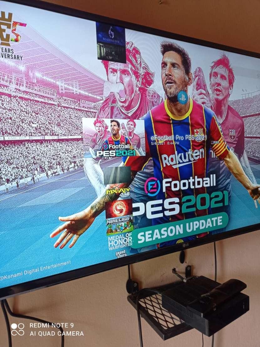 PS3 con 2 controles y 22 juegos cargados - 2