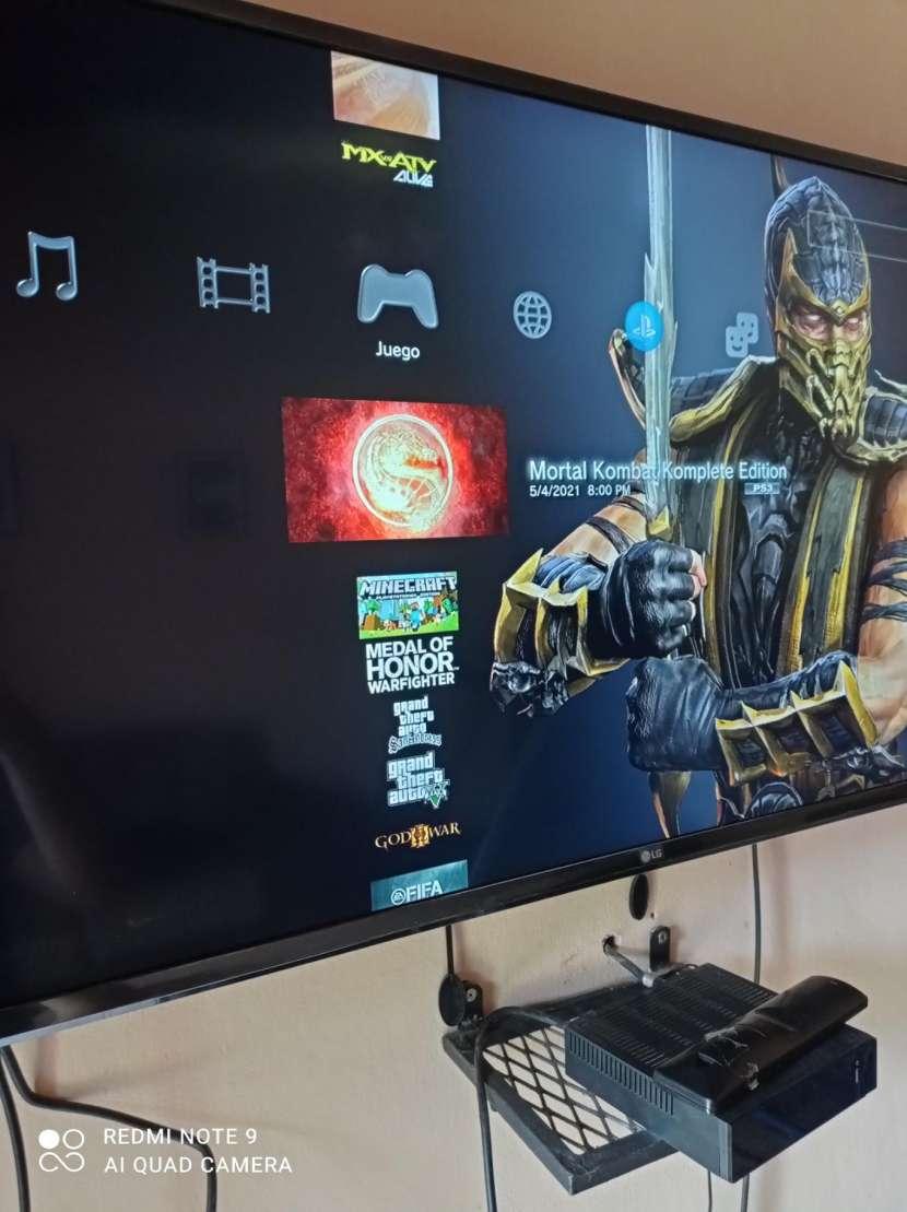 PS3 con 2 controles y 22 juegos cargados - 5