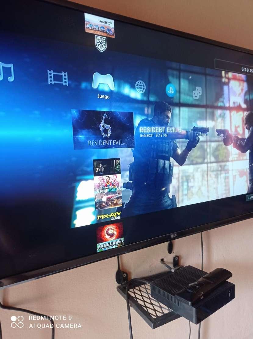 PS3 con 2 controles y 22 juegos cargados - 6