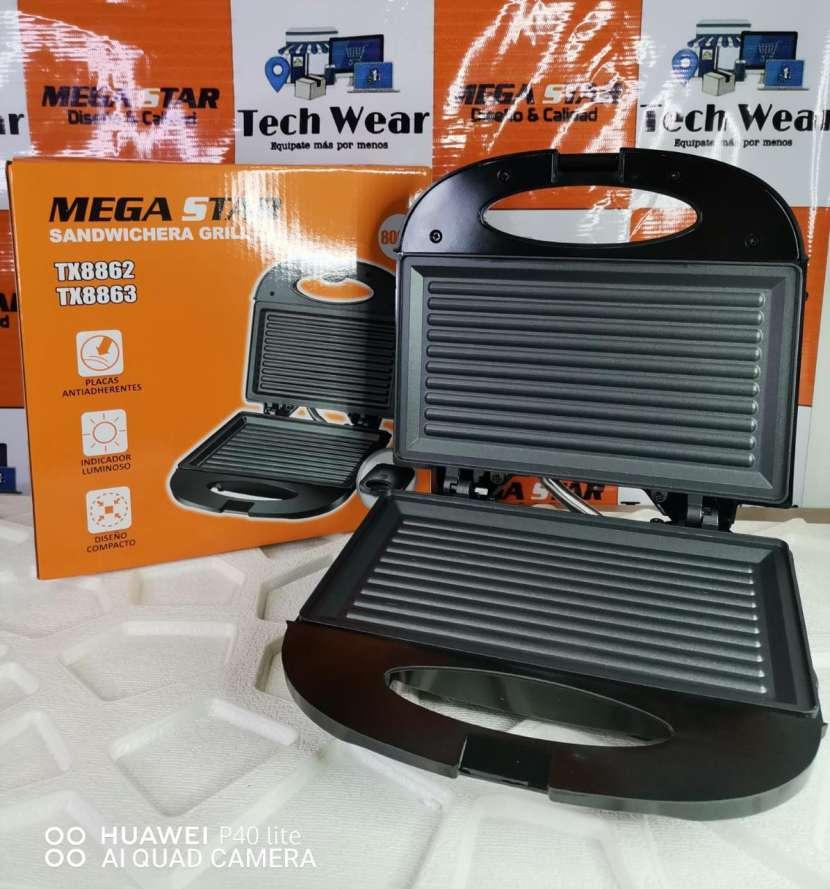 Sandwichera grill eléctrica - 0
