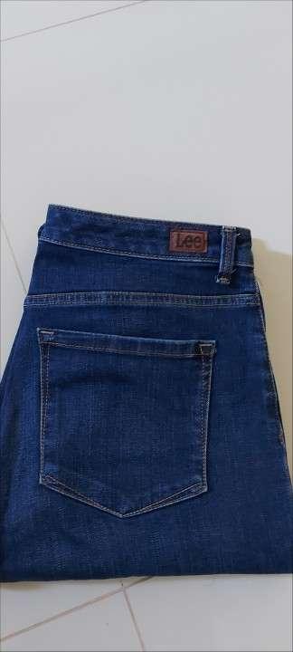 Pantalones pescadores de jean negro y rosado - 4