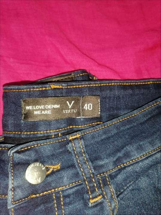Jeans dela marca vertus talle 40 nuevo - 1