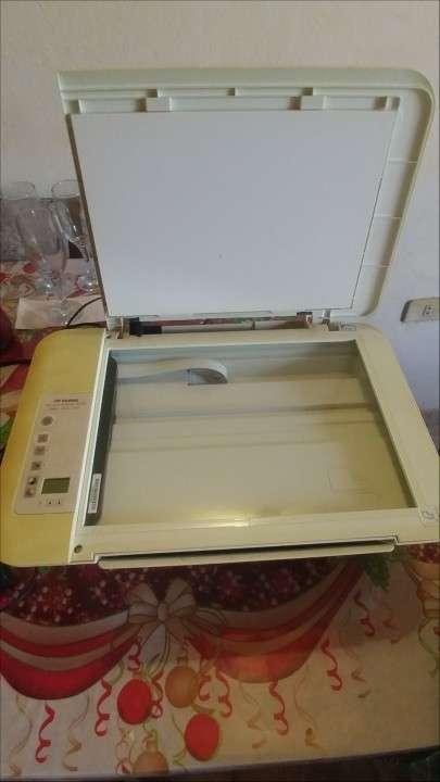 Impresora HP a color con escáner - 0