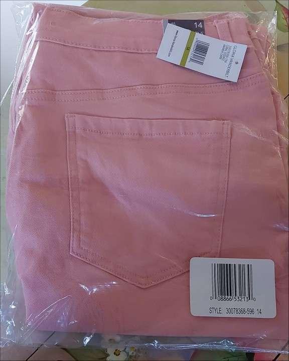 Pantalones pescadores de jean negro y rosado - 0
