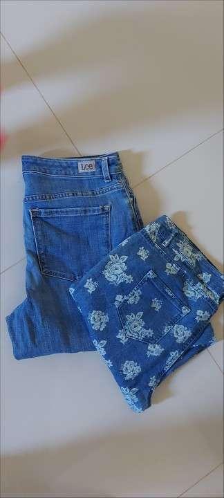 Pantalones pescadores de jean negro y rosado - 1