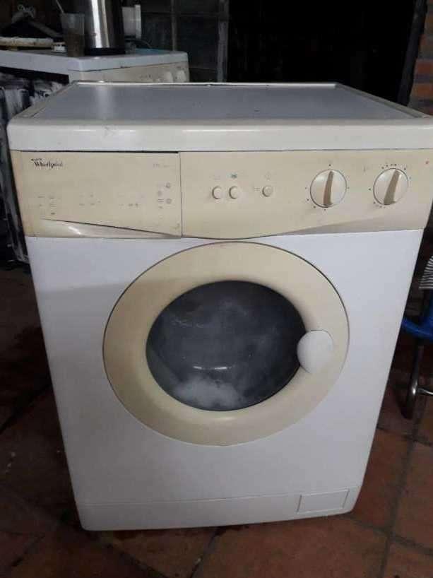 Lavarropas automático Whirlpool de 5 Kg - 1
