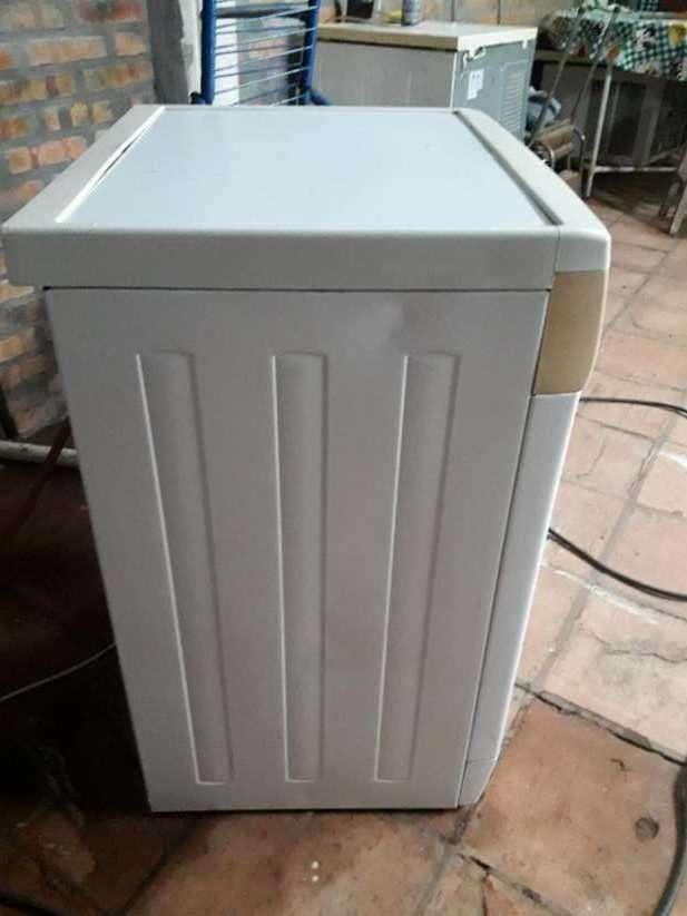 Lavarropas automático Whirlpool de 5 Kg - 2