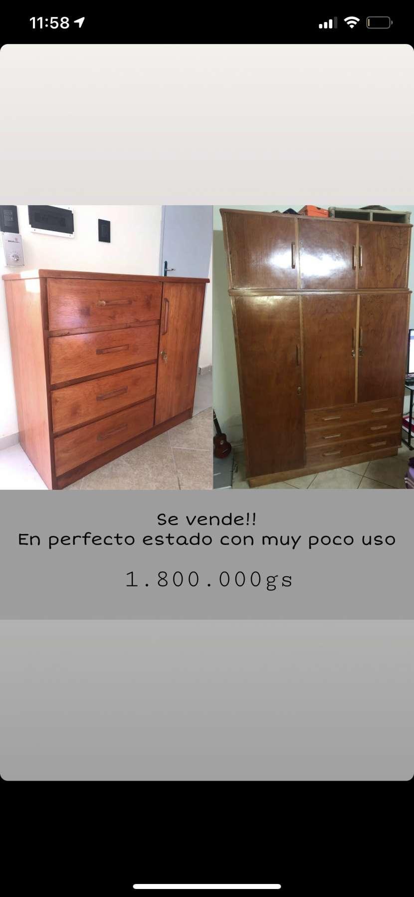 Ropero y mueble con cajones de madera - 0