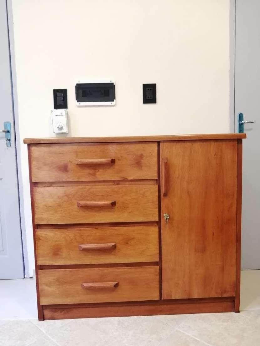 Ropero y mueble con cajones de madera - 2