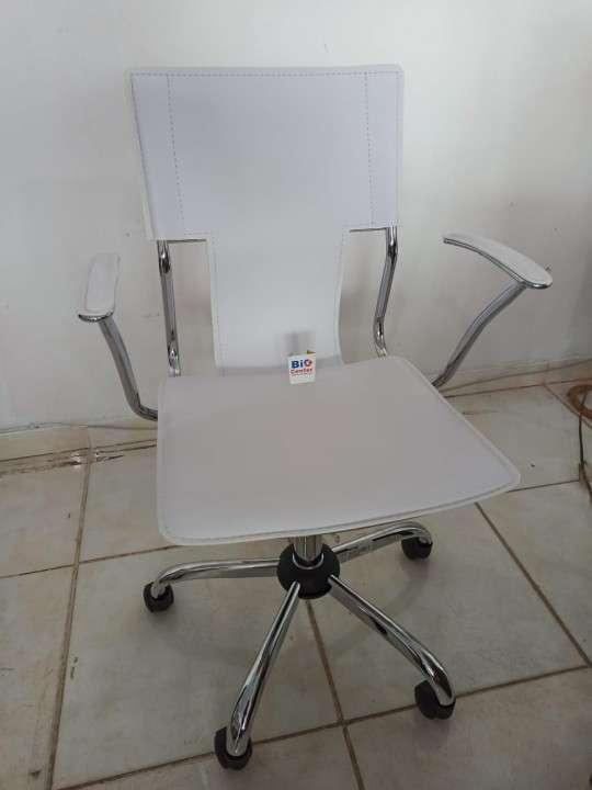 Silla gerencial blanco 120 Kg (STHE77512B) - 1