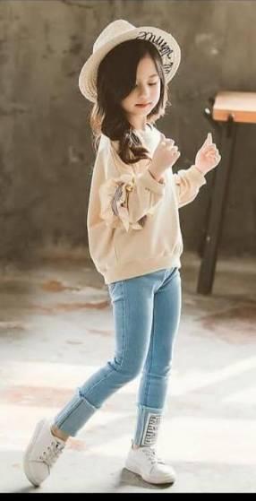 Conjunto de jeans y camiseta para niña