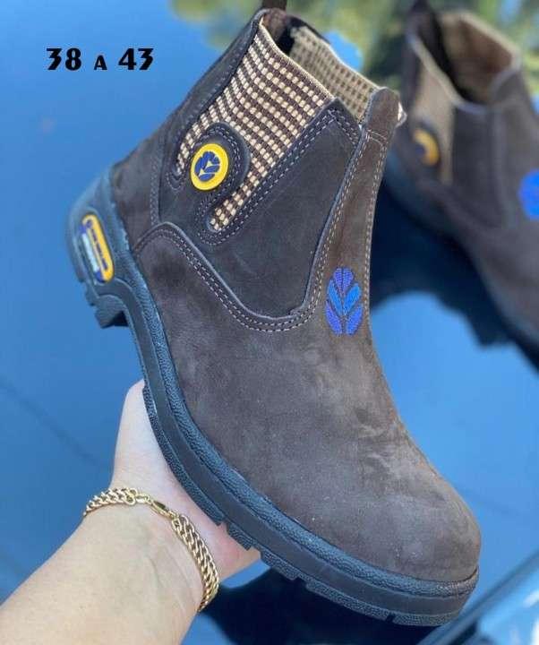Botas para hombre - 2