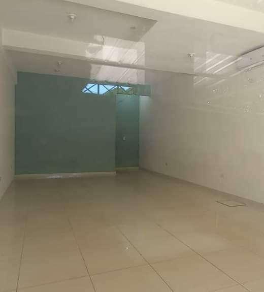 Salón comercial en el centro de Luque - 4