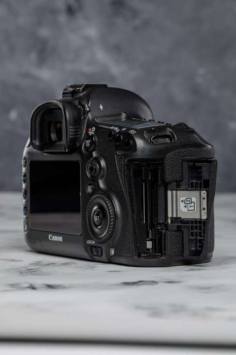 Cámara Profesional Canon EOS 5DsR - 50 megapíxeles - 4