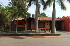 Casa con piscina en Luque