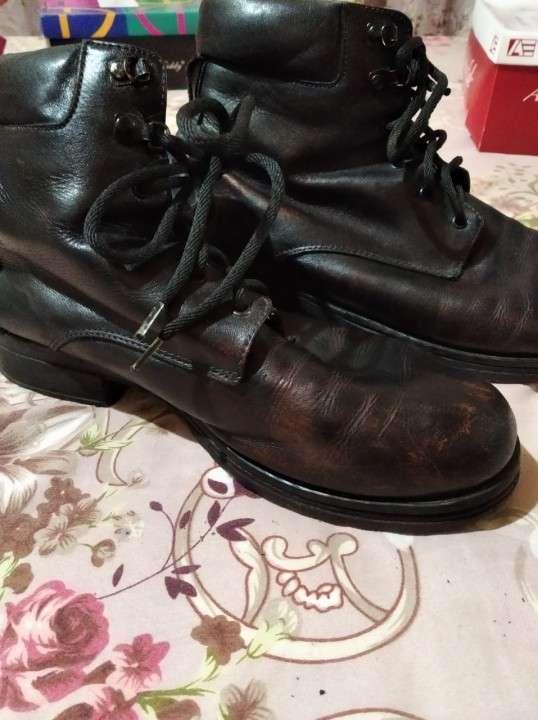 Bota negra - 1