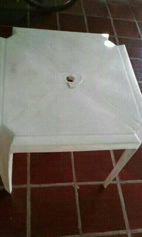 Mesa de plástico c/ detalle