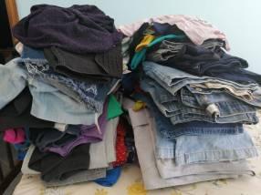 Fardos de ropas americanas y brasilera