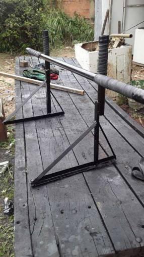Fabricamos y colocamos barras para dominadas