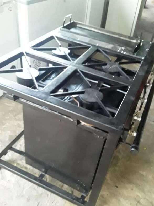 Cocina industrial con horno y plancha - 1