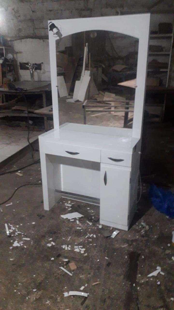 Mueble con espejo - 0