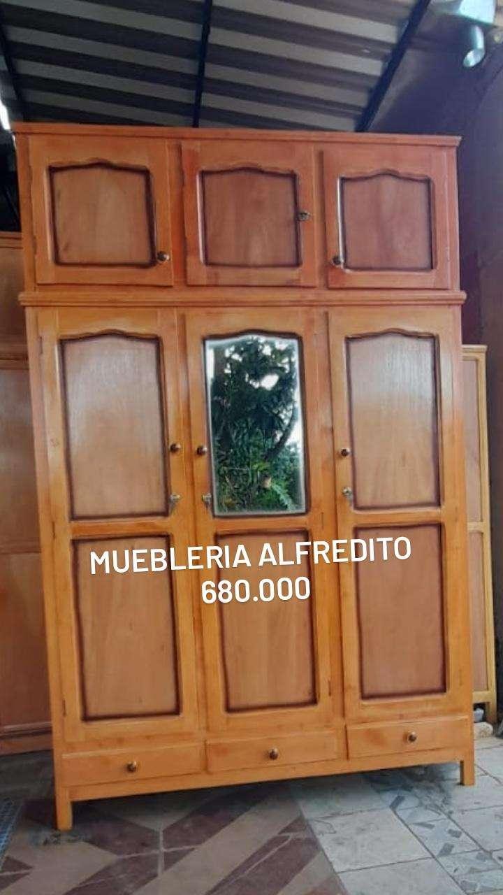 Roperos de 3 puertas con valijera - 6