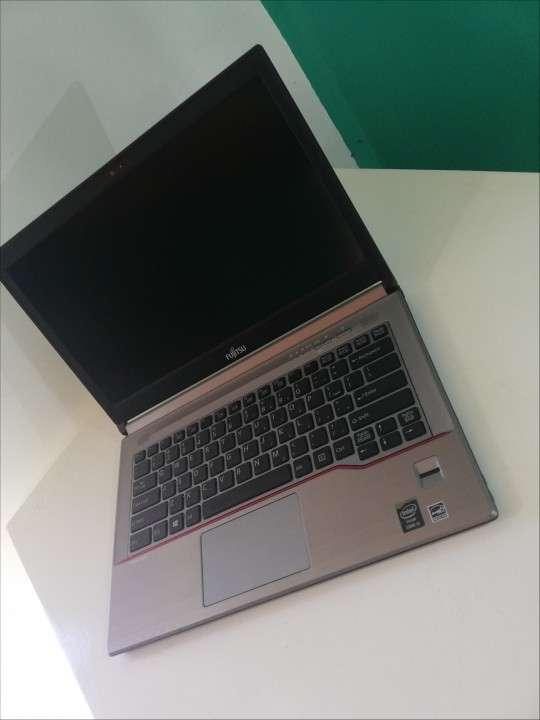 Notebook Fujitsu intel i5 8GB RAM 14 pulgadas - 7