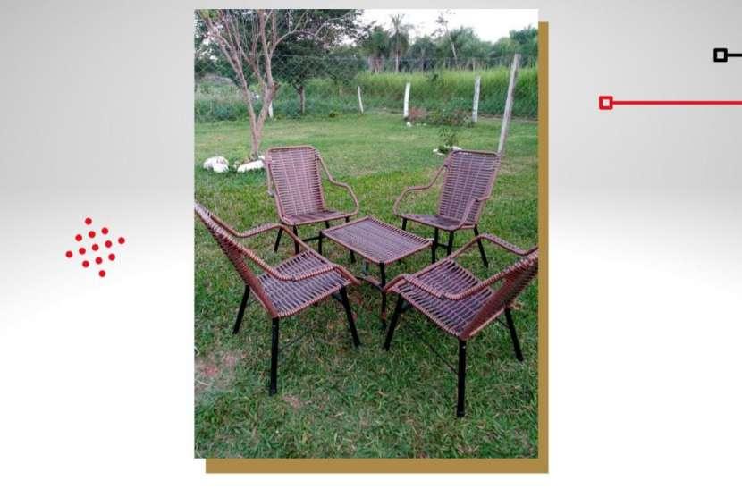 Juego de sillas y mesa - 0