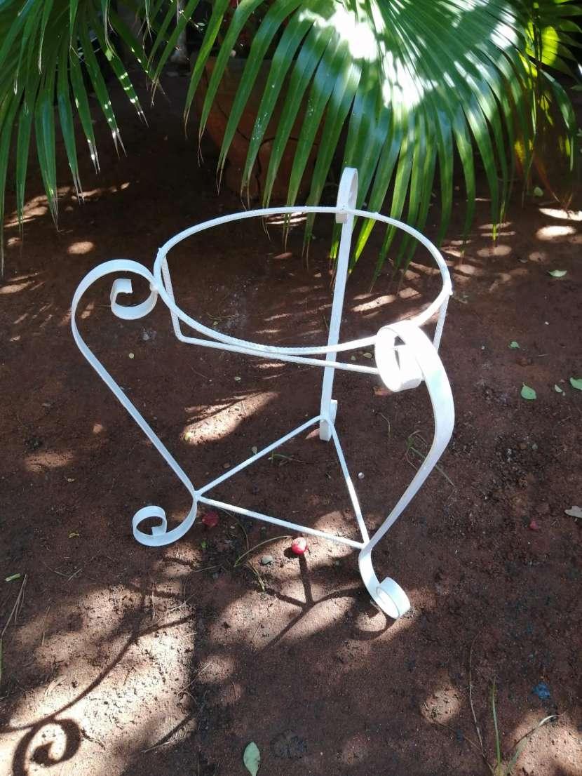 Porta plantera de metal - 0