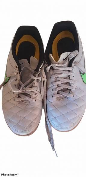 Calzado Nike Tiempo para futsal calce 38