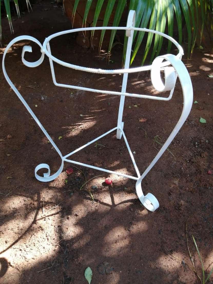 Porta plantera de metal - 1