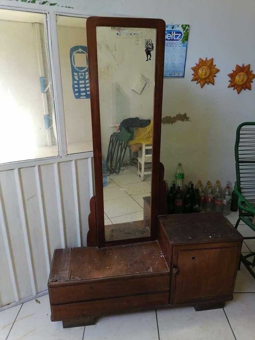 Mueble antiguo con espejo - 1